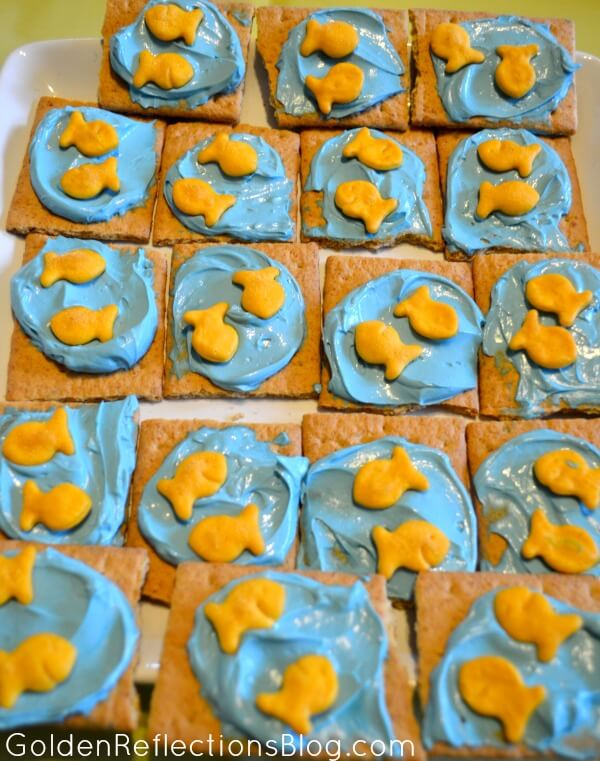 Cream Cheese Graham Cracker Snack - Fish themed birthday party | www.GoldenReflectionsBlog.com