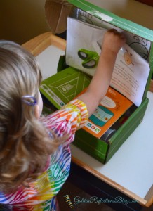 Opening our Kiwi Crate Box, fun kid crafts with Kiwi Crate